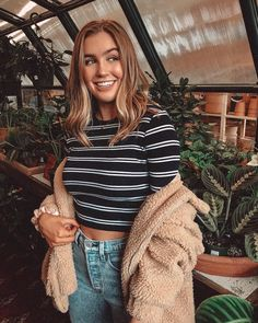 Teenage Outfits, Trendy Outfits, Cute Outfits, Teen Fashion, Fashion Outfits, Mom Jeans Outfit, Foto Casual, Outfit Goals, Aesthetic Clothes