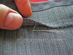Зацепляем иголкой одну ниточку из верхней части брюк