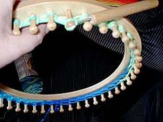 Making hats with Knifty Knitter Looms  ~page helps with...which loom for different sizes and how many rows~