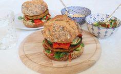 Sinds ik stage loop bij Lisa goes Vegan eet ik steeds meer plantaardig. Dus toen ze mij vroeg om een recept te maken en te fotograferen was ik daar helemaal voor! Vandaag deel ik met jullie het recept voor een zoete aardappel pompoen burger met avocadosalsa! http://mychaptertwenty.com/2017/01/19/zoete-aardappel-pompoen-burger/