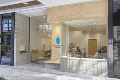 Blue Bottle Coffee, Century City by wrk-shp Entrance Design, Facade Design, Dark Interiors, Shop Interiors, Blue Bottle Coffee, Small Cafe Design, Coffee Shop Design, Bistro Design, Cafe Interior Design