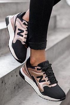 Trendy Sneakers Selection of metallic sneakers for .- Idea and model Sneakers for trendy women 2017 Image Description Selection of sneakers for women in winter - Women's Shoes, Cute Shoes, Me Too Shoes, Shoe Boots, Shoes Sneakers, New Balance Sneaker Damen, New Balance Sneakers, New Balance Shoes, New Balance Outfit