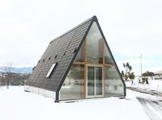 Solar-Powered Prefab A-Frame Cabin A Frame Cabin, A Frame House, Prefabricated Houses, Prefab Homes, Flat Pack Homes, Grey Water System, Water Systems, Modular Homes, Design Case