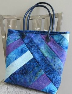 Free Projects & Patterns - RGA DESIGN QUILTSYou are in the right place about Women Bags guess Here we offer you the most beautiful pictures about the Women Bags designer you are looking for. When you examine the Free Projects & Patterns - RGA DESIG Quilted Purse Patterns, Handbag Patterns, Bag Patterns To Sew, Free Tote Bag Patterns, Quilting Patterns Free, Denim Bag Patterns, Quilted Tote Bags, Quilted Handbags, Patchwork Bags