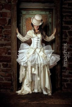 Find your dream Steampunk wedding dress inpsired by the Victorian era, romantic vintage dresses, and gothic black gowns. Steampunk wedding boots, shoes and accessories too. Viktorianischer Steampunk, Steampunk Couture, Steampunk Cosplay, Steampunk Clothing, Steampunk Necklace, Steampunk Theme, Steampunk Skirt, Steampunk House, Renaissance Clothing