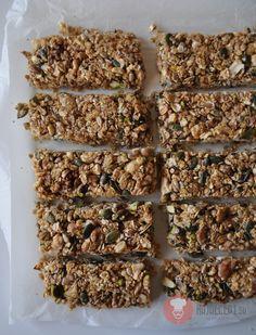 Recept na zdravé Domáce orechovo-medové müsli tyčinky. v poslednej dobe sa müsli tyčinky začali skúmať a zisťovať či sú také zdravé, neškodné a prospešné.
