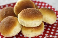 Pão de Batata não tinha aqui no blog e vocês sempre me pediam. Testei essa receita e amei o resultado, mas tive que fazer adaptações e não foi por culpa da receita, é que batata é um ingrediente in…