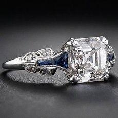 Karat Diamant Art Deco Ring in Asscherschliff, . - Karat Diamant Art Deco Ring in Asscherschliff, ringasscher - Anel Art Deco, Bijoux Art Deco, Art Deco Jewelry, Fine Jewelry, Cheap Jewelry, Expensive Jewelry, Art Deco Diamond Rings, Diamond Art, Diamond Jewelry