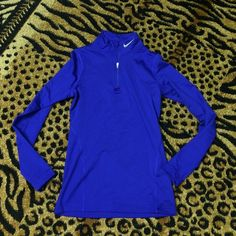 fit dry midnight blue thermal half zip Nike fit dry half zip thermal pull over sweatshirt. Midnight blue colored. Thick fabric and stretchy. Light Fleece on inside. Gently used. Good condition! Nike Tops Sweatshirts & Hoodies