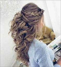 40 Stunning Prom Hairstyle Ideas in Prom is your night to slay, but there's a chance you're still seriously debating about what to do with your luscious locks. Well, we're here to solve …, Prom Hairstyle Source by streetstyleinspiration Down Hairstyles For Long Hair, Long Curly Hair, Up Hairstyles, Braided Hairstyles, Curly Hair Styles, Hairstyle Ideas, Wedding Hairstyles Half Up Half Down, Beautiful Hairstyles, Hair Half Updo