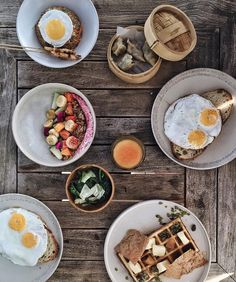 Having all the freshest locally produced ingredients in your breakfast I mean...look at those eggs. Good morning!  // #MrDuweinBali #BismaEight #CopperUbud by mr.duwe