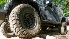 Get a little mud on the tires, not pinstriping on your Jeep! #mekmagnet #removabletrailarmor #loveyourjeep #scratchthepinstripes #jeep #jeeplife #jeepsofinstagram #4x4 #jeepbeef #offroad #overland #liftedjeep #adventure #instagood #jeeparmor #jeepaccessories #becauseyouloveyourjeep #kryptek #kryptektyphon