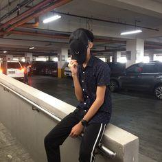 김민준 🖤 Korean Boys Ulzzang, Ulzzang Couple, Ulzzang Boy, Boy Photography Poses, Tumblr Photography, Photo Poses, Aesthetic Boy, Aesthetic Photo, Grunge Boy