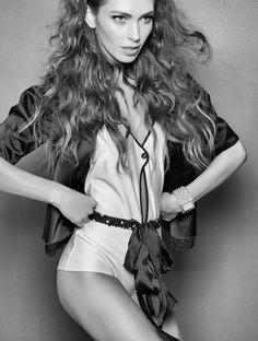 Fashion WIND - outubro de 2013 - Foto: Hebert Coelho Edição de moda & styling: Clé Carrer  Beleza: Beto Bravo Modelo: Diana Villas Boas (DM Model Mgmt) Camareira: Jô (Eloá Xavier)