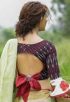 Latest 33 Best Cotton Saree Blouse Designs - - One cannot wear heavy sarees for day to day basis however there are cotton sarees that one can wear everyday and even for the occasions where you need to dress up elegantly and not very dressy. Cotton Saree Blouse Designs, Blouse Back Neck Designs, Fancy Blouse Designs, Indian Blouse Designs, Saree Blouse Patterns, Sari Design, Blouse Designs Catalogue, Latest Saree Blouse, Bollywood