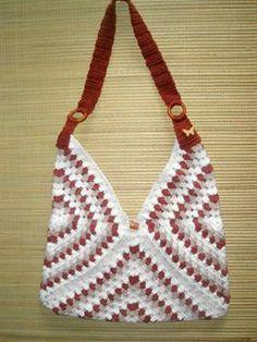 Bolsa de crochê com três quadrados