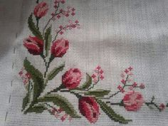 This Pin was discovered by sem Cross Stitch Borders, Cross Stitch Flowers, Cross Stitching, Cross Stitch Patterns, Fabric Painting, Beaded Embroidery, Free Pattern, Diy And Crafts, Floral