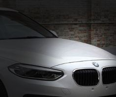 หลุด! BMW 1-Series Sedan เน้นประหยัด สวนความแรง เป็นภาพหลุดที่เห็นกันทุกมุมมองกับ BMW 1-Series Sedan เวอร์ชั่น 4 ประตู รุ่นใหม่ล่าสุด ที่เตรียมพร้อมเปิดตัวภายในจีนสิ้นปีนี้  BMW 1-Series Sedan ได้พัฒนาขึ้นมาจากพื้นฐานของ UKL เช่นเดียวกับ 1-Series, 2-Series, X1 รวมถึง MINI Hatchback, MINI Clubman และ MINI Convertible ซึ่งมีสัดส่วนความยาว กว้าง สูง และฐานล้อ อยู่ที่ 4,456มม./1,803มม./1,446มม./2,670มม. ดูแล้วมีความกะทัดรัดเหมาะกับในเมืองใหญ่ๆเป็นที่สุด