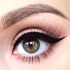 Winged Eyeliner Style for Round Eye Shape picture 1