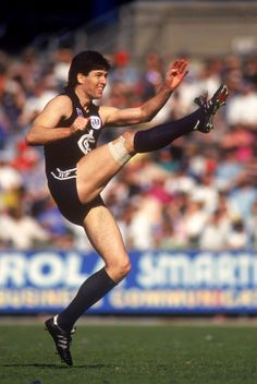 Stephen Kernahan: 1986-1997. 251 games, 738 goals. I still go gooey when I say hi to sticks. Must be his voice ;)