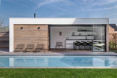 Modern Pool House, Modern Pools, Pool Landscaping, Backyard Pools, Pool Decks, Natural Swimming Pools, Natural Pools, Modern Pergola Designs, Patio Design