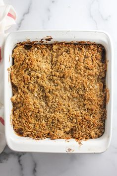 The BEST APPLE CRISP recipe! The perfect ratio of apples & crumble topping! Eat this warm with vanilla ice cream for the best fall dessert ever! | bakedinaz.com #applecrisp #dessert #apples #bakedapples #falldessert Best Apple Crumble Recipe, Apple Crumble Topping, Apple Filling, Apple Crisp Recipes, Spiced Apples, Baked Apples, Apple Desserts, Fall Desserts, Old Fashioned Apple Crisp