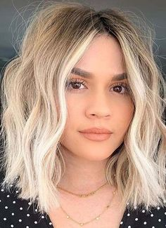Amazing Shadow Bob Haircuts for Women in Year 2020 Blonde Hair Cuts Medium, Haircuts For Medium Hair, Blonde Haircuts, Bob Haircuts For Women, Haircut For Thick Hair, Haircut And Color, Hairstyles Haircuts, Short Hair Cuts, Medium Hair Styles