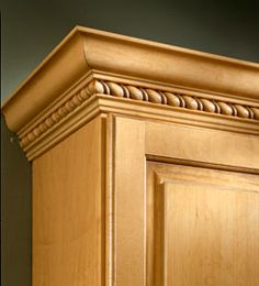 Molding And Accent Details Clic Crown With Ribbon Twist Insert Kraftmaid Bathroom Cabinetry