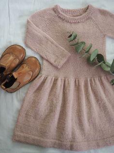 Karlas Kjole Petitknit Baby Outfits, Kids Outfits, Cool Outfits, Knitting For Kids, Baby Knitting, Toddler Fashion, Kids Fashion, Girlie Style, Royal Clothing