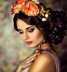 A woman's beauty is endless Flower Tiara, Flower Crowns, Colouring Pics, Romantic Flowers, Gorgeous Makeup, Flowers In Hair, Fashion Advice, Her Hair, Pretty In Pink