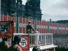 Hitler Berlin'de konuşuyor, 1938.