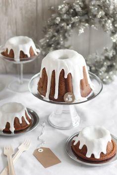 Lebkuchen Gugelhupf mit weißer Glasur. #Guglhupf #Weihnachtsgugl