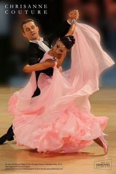 Ballroom Dancing Has actually Never Been Hotter. Ballroom Dancing has never ever been hotter than it is now ever since Dancing with the Stars struck the air. Costume Flamenco, Dance Costumes, Latin Ballroom Dresses, Ballroom Dancing, Latin Dresses, Open Dance, Salsa Dancing, Dance Fashion, Dance Pictures