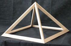 Energiepyramiden wirken auf Menschen, Tiere, Pflanzen und auch auf leblose Gegenstände wie Kristalle. Das Raumklima wird positiv beeinflusst. Montage, Self, Carpentry, Made To Measure Furniture, Timber Table, Picture Frame, Crystals, People