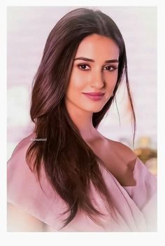 Cute Disha Patani Looking so Beautiful - trends_pintradio Beautiful Bollywood Actress, Beautiful Indian Actress, Beautiful Actresses, Bollywood Girls, Bollywood Celebrities, Bollywood Stars, India Beauty, Asian Beauty, Disha Patni