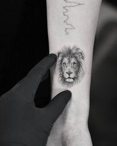 for men ✌ - Tattoo Life Lion Head Tattoos, Mens Lion Tattoo, Body Art Tattoos, New Tattoos, Girl Tattoos, Sleeve Tattoos, Tattoos For Guys, Dragon Tattoo Design Simple, Simple Lion Tattoo