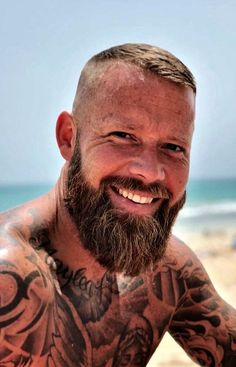 Stop smiling. I'm melting ! Great Beards, Awesome Beards, Bearded Tattooed Men, Bearded Men, Beard Styles For Men, Hair And Beard Styles, Beard Tattoo, Tattoo Man, Bald With Beard