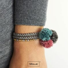 Let's play Mollie <3 #Mollie #pompoms #bracelets Pompoms, Fabric Jewelry, Diy Jewelry, Pom Pom Jewellery, Tassel Bracelet, Crochet Bracelet, Bracelets, Pom Pom Crafts, Yarn Crafts