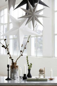 Estrella decorativa de nueve puntas, de cartón, en color blanco o gris. Es muy grande, mide 87 cm, y ella sola viste cualquier habitación!