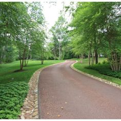 A winding driveway - traditional - landscape - new york - Conte & Conte, LLC