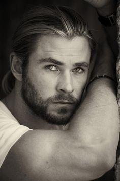 Ooh Chris Hemsworth looking good