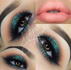 Make-up-Tasche - Green Smokey Eyes & Peach Lipstick - . - Make-up-Tasche – Green Smokey Eyes & Peach Lipstick – … – Make - Makeup Geek, Skin Makeup, Makeup Inspo, Makeup Inspiration, Makeup Tips, Beauty Makeup, Green Smokey Eye, Smokey Eyes, Gorgeous Makeup