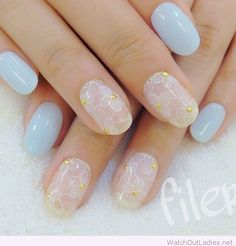 Lovely and cute japanese nail art in pastel blue - http://watchoutladies.net/simple-classy-manicure/