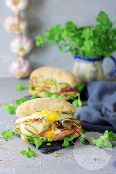 Kanapka ze stekiem z łososia i piklami z ogórków Salmon Burgers, Ethnic Recipes