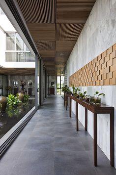 Wood Ceiling Detail Architecture 42 Ideas For 2019 Courtyard Design, Courtyard House, Villa Design, Architecture Design, Tropical Architecture, House Ceiling Design, House Design, Interior Ceiling Design, Gazebos