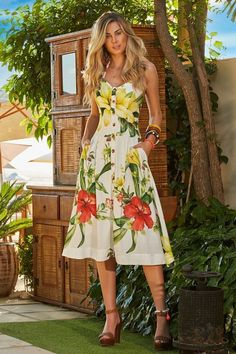 Floral dress is lovely n fresh 🌻🌾🌺 Elegant Dresses, Pretty Dresses, Casual Dresses, Summer Dresses, Modest Fashion, Women's Fashion Dresses, Fly Dressing, Look Chic, Stylish Outfits