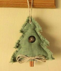Christmas Ornaments DIY (click through for a series of excellent handmade ornaments)