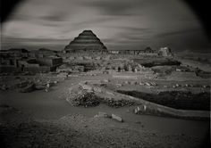 © Kenro Izu, Sakkara #13, Egypt, 1979 dalla serie Sacred Places, stampa ai sali d'argento, 33x46 cm