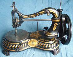 Máquina de coser de  1870.                                                                                                                                                                                 Más