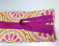 Posicione a alça e costure New Bag, Coin Purse, Pouch, Sewing, Bandanas, Ideas Para, Jeans, Fashion, Fabric Strip Banner